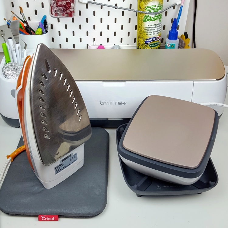 Cricut EasyPress comparison with an Iron