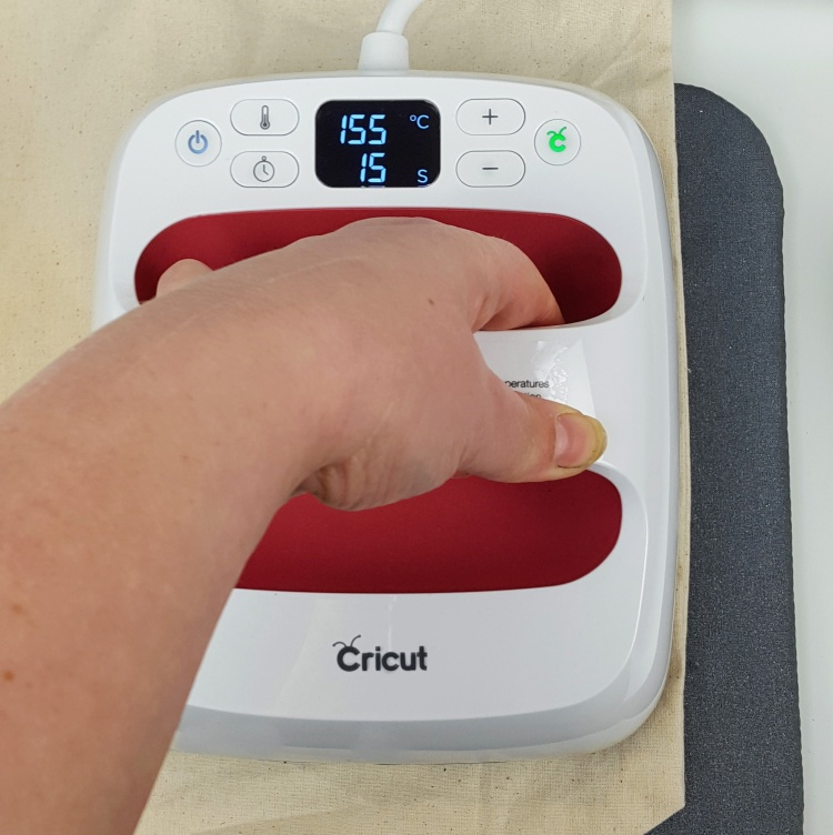 How to apply vinyl with a Cricut EasyPress