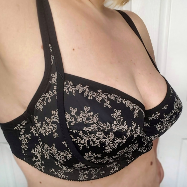 Black Beauty Bra sewing pattern review Sew Sarah Smith